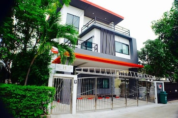 4 Bedroom House @Skytrain