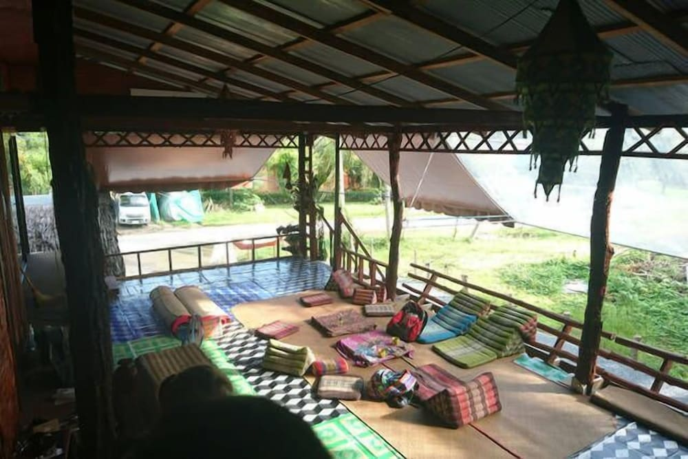 The Lazy Bar And Guesthouse