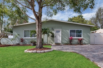 3946 Helena Street NE Home by RedAwning
