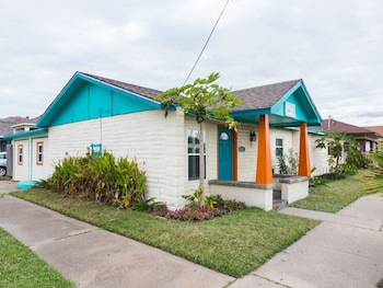 Colorful Galveston House Near Beach By Redawning