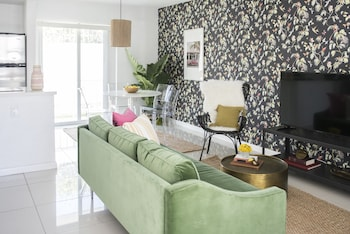 Simple 2BR in Miami River Inn by Sonder