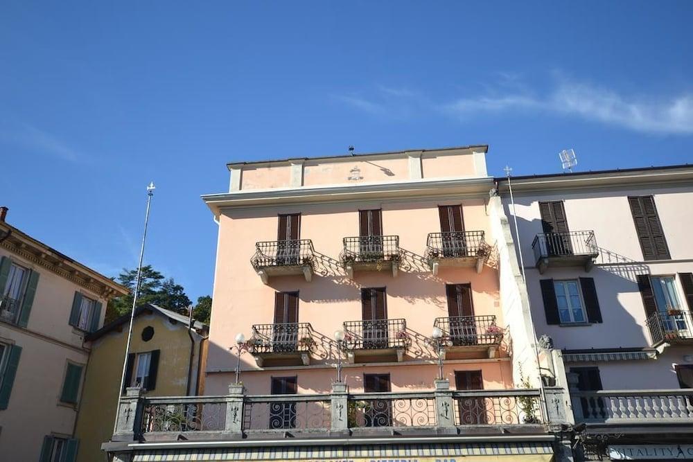 Rodrigo Lakeside Apartments