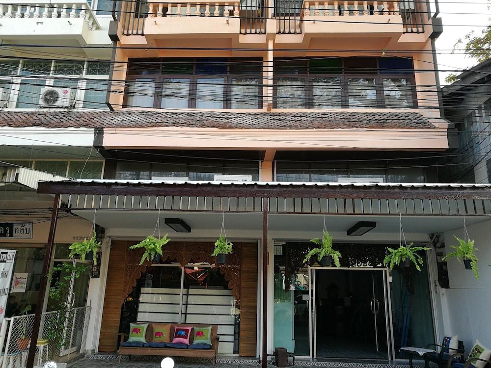 At Phra Sing Retro