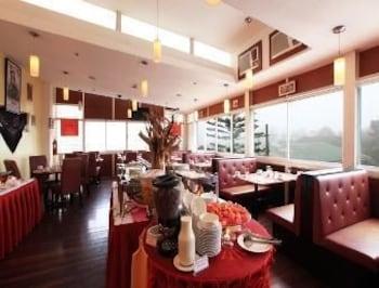 Microtel Inn & Suites by Wyndham Baguio Restaurant