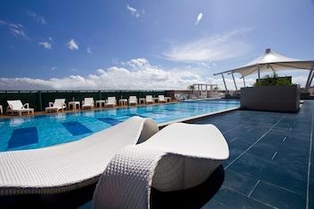 Bellevue Hotel Alabang Outdoor Pool