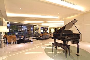 Bellevue Hotel Alabang Lobby Sitting Area