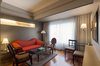 Bellevue Hotel Alabang Living Room