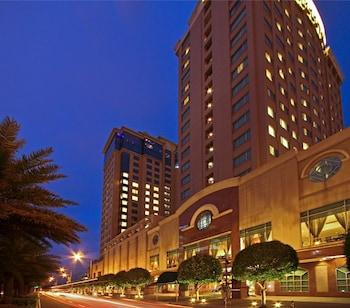 Bellevue Hotel Alabang Exterior