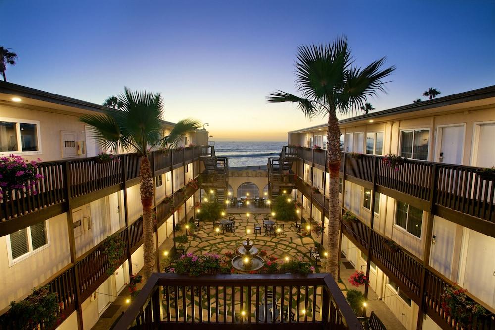 Dog Friendly San Diego Beach Hotels