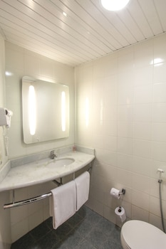 ibis Joinville - Bathroom  - #0