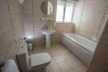 Mere Court Hotel - Bathroom  - #0