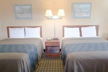 Hometown Inn & Suites - Guestroom  - #0
