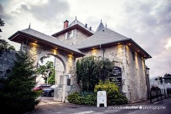 tarifs reservation hotels Chateau des Comtes de Challes