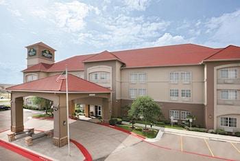 拉雷多拉金塔旅館及套房機場飯店