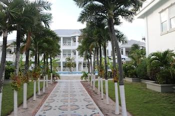 Grand Colony Island Villas