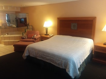 Grays Harbor Inn & Suites in Aberdeen, Washington
