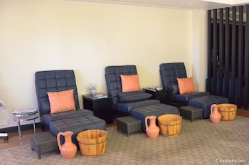 Movenpick Hotel Cebu Treatment Room