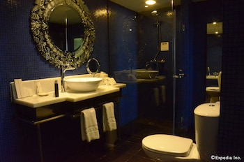 Movenpick Hotel Cebu Bathroom