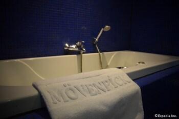 Movenpick Hotel Cebu Jetted Tub