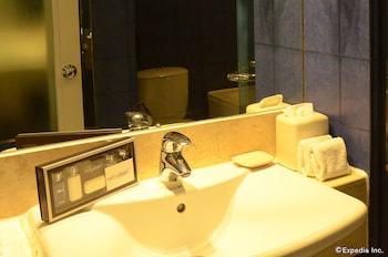 Movenpick Hotel Cebu Bathroom Sink