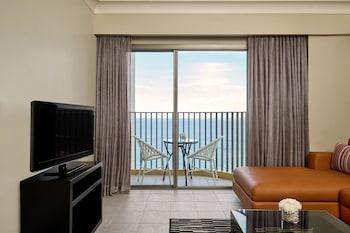 Movenpick Hotel Cebu Living Area