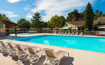 tarifs reservation hotels Residence Lagrange Vacances Les Mazets de Gaujac