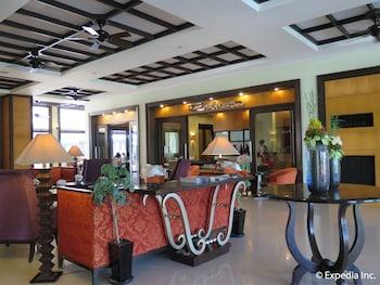 Pontefino Hotel Batangas Lobby