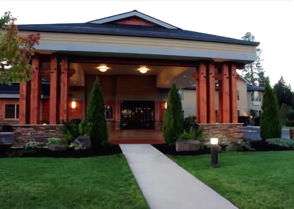 Best Western Plus Snowcap Lodge