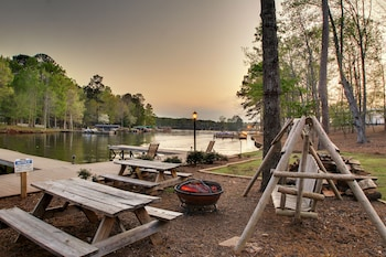 The Lodge On Lake Oconee - BBQ/Picnic Area  - #0