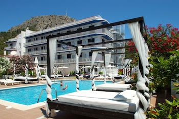 Photo for Hotel Nereida in Torroella de Montgri