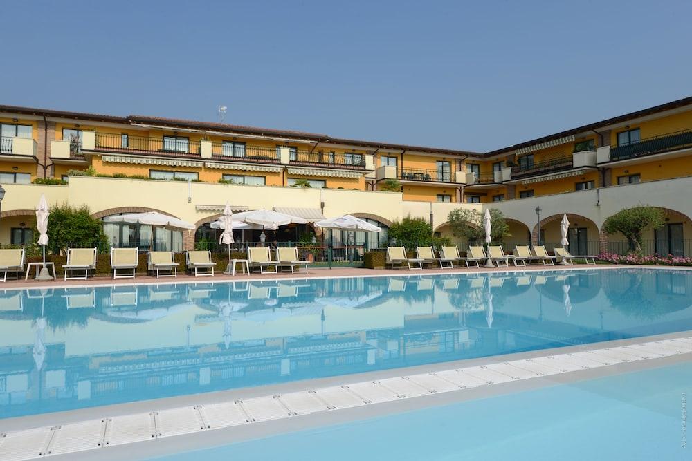 Le Terrazze Sul Lago Residence Hotel Brescia 4 2 6
