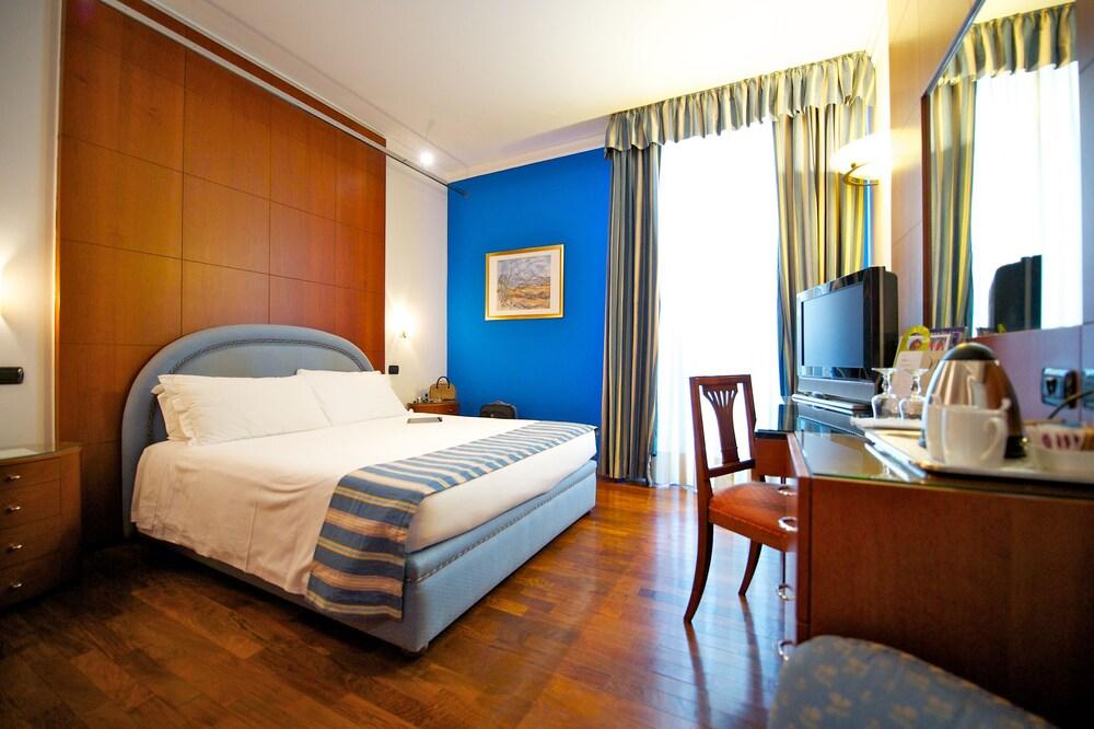 Hotel The Originals Turin Royal (ex Qualys-Hotel)