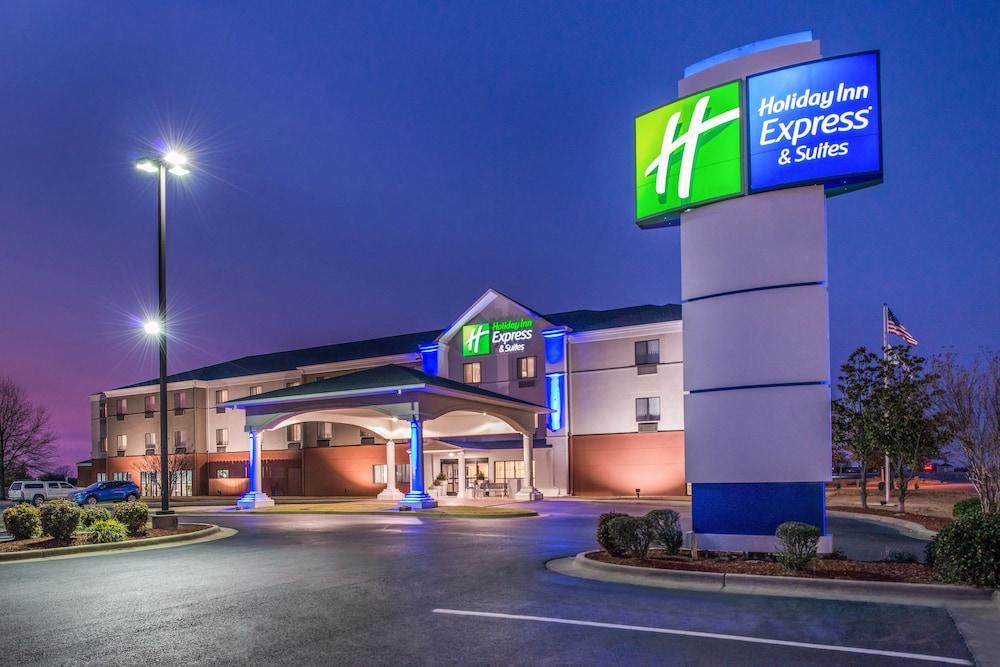 Holiday Inn Express & Suites Lonoke