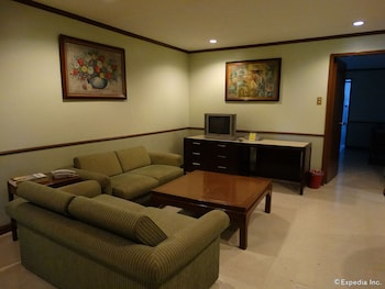 The Garden Plaza Hotel & Suites Manila Living Area