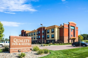 Quality Inn & Suites Airport North in Sioux Falls, South Dakota