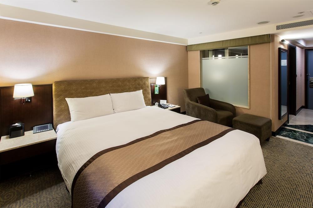 Grand Forward Hotel