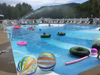 Sky Valley Motel & Cottages in Bartlett, New Hampshire
