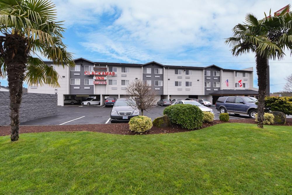Clackamas Inn & Suites