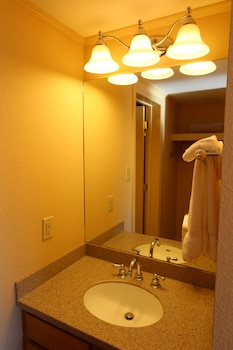 InnSeason Resorts Pollard Brook, a VRI resort - Bathroom Sink  - #0
