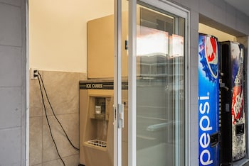 Motel 6 Wenatchee WA - Vending Machine  - #0