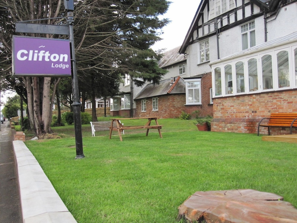 Clifton Lodge Hotel