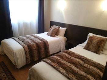 tarifs reservation hotels Hôtel Le Chapeau Rouge