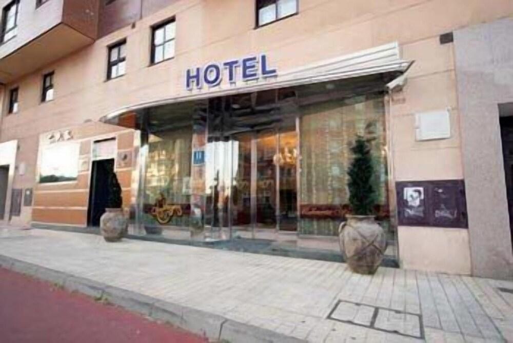 Los Braseros Hotel