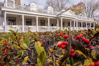 Captain Stannard Bed and Breakfast Country Inn in Westbrook, Connecticut