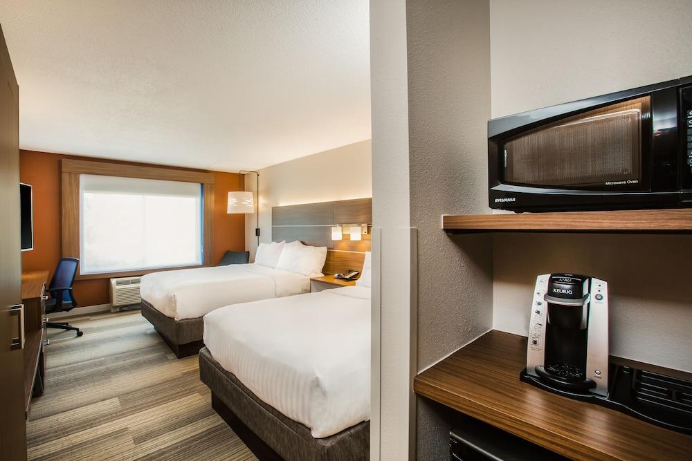 Holiday Inn Express & Suites Bellevue