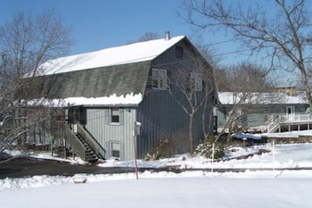 Photo for Red Bud Cove Bed & Breakfast Suites in Hollister, Missouri