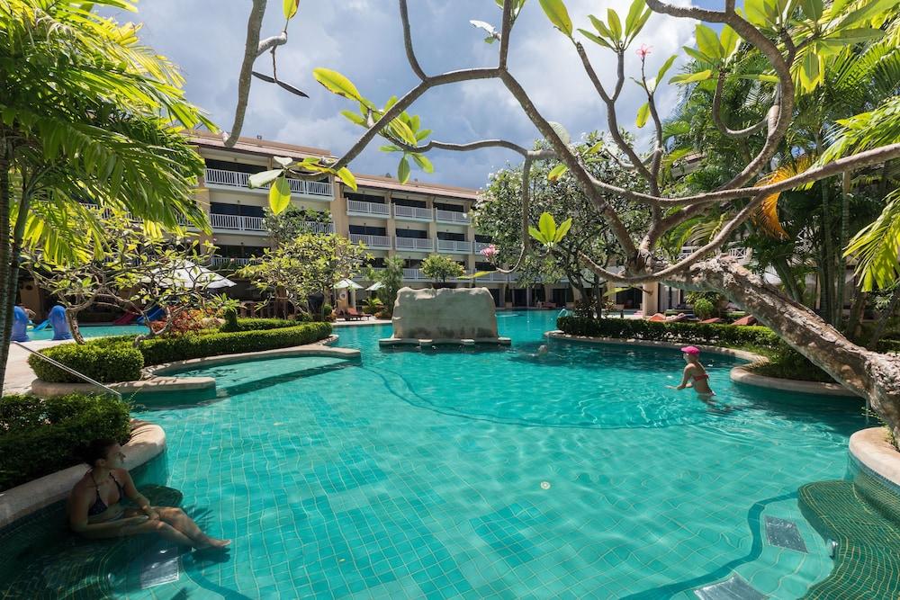 57 Thara Patong Beach Resort