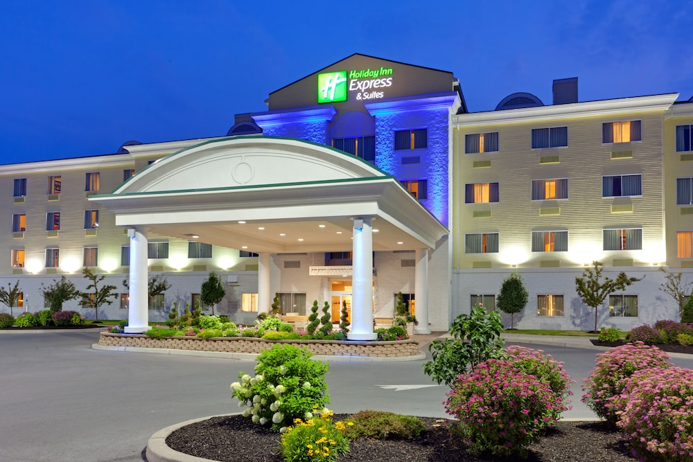 Holiday Inn Express Hotel & Suites Watertown-Thousand Island