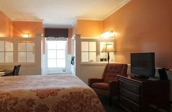 County Clare Irish Hotel & Pub