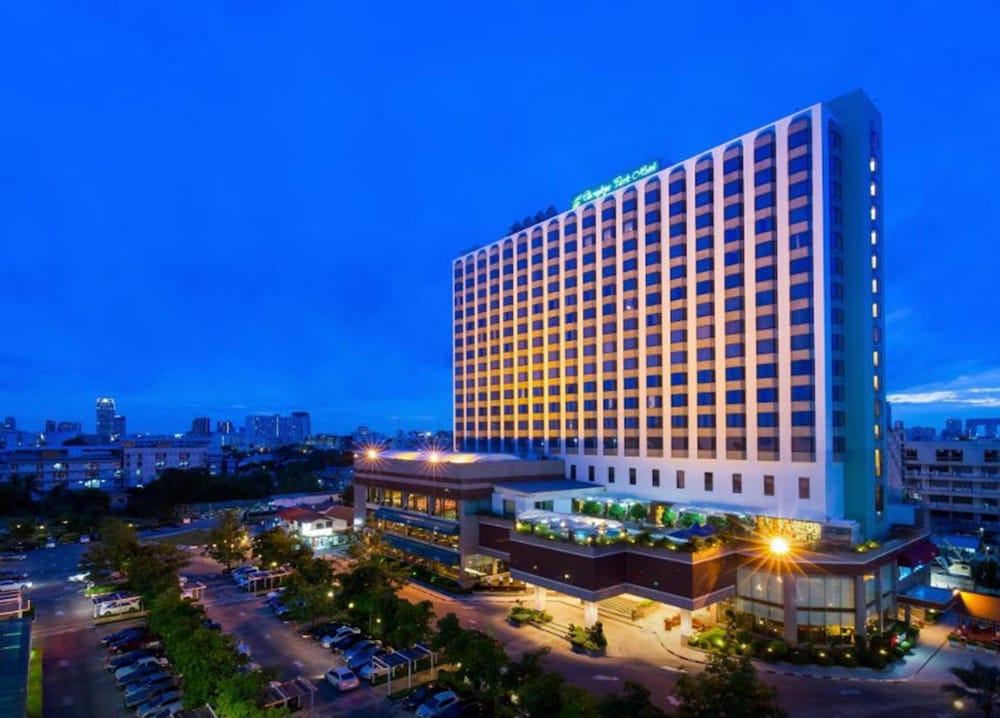 Chaophya Park Hotel